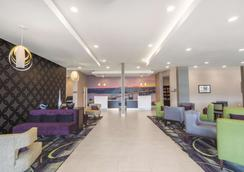 La Quinta Inn & Suites by Wyndham Memphis Downtown - Memphis - Aula