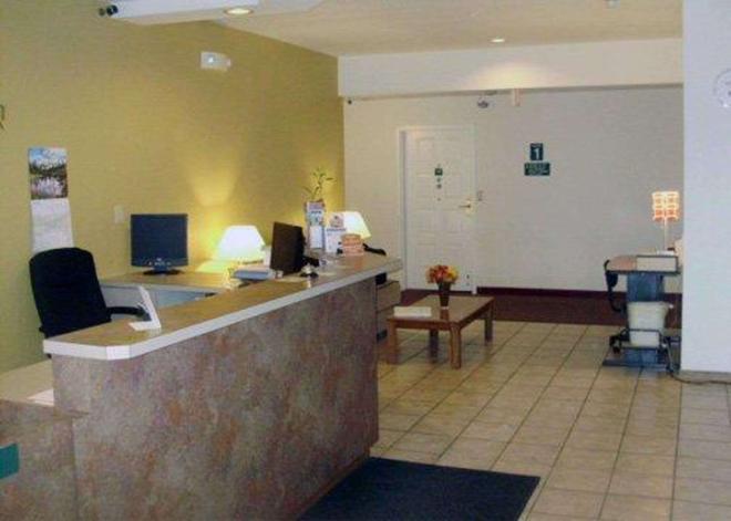 Rodeway Inn - Salina - Front desk