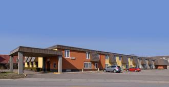 Americas Best Value Inn & Suites St. Cloud - St. Cloud