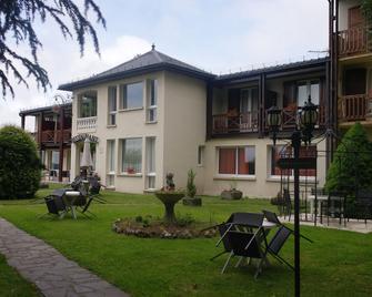 Hostellerie Saint-Clément - Vic-sur-Cère - Building