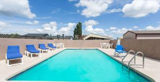 Travelodge by Wyndham Williams Grand Canyon - וויליאמס - בריכה