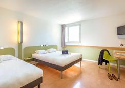 ibis budget Fréjus Saint-Raphaël Centre et Plage - Fréjus - Bedroom