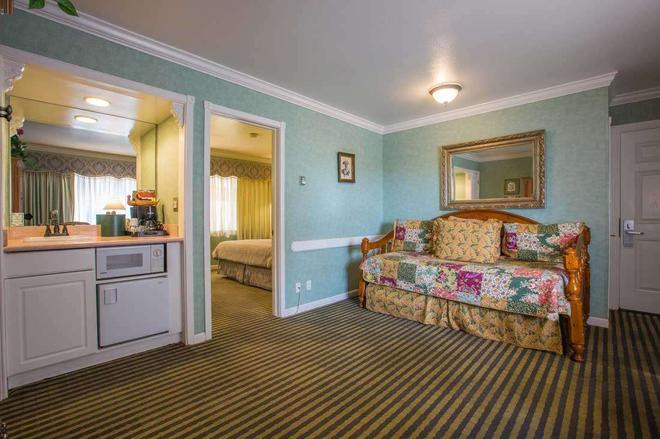 Carmel Inn And Suites - Carmel-by-the-Sea - Σαλόνι