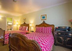 Carmel Inn And Suites - Carmel-by-the-Sea - Bedroom