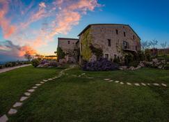Castello DI Petrata - Assisi - Edificio