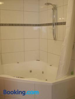 Athena Motel & Apartments - Christchurch - Bathroom
