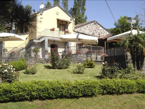 Ai Vecchi Crateri - Mascali - Building