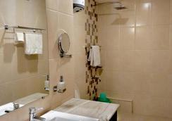 Jewel of the East Residency & Spa - Gangtok - Bathroom