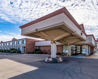 Econo Lodge - Albert Lea - Building