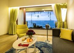The Bheemli Resort - Managed by AccorHotels - ויסאקאפאטנם - סלון