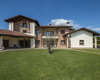B&B Casa Ceruti - Montano Lucino - Gebäude