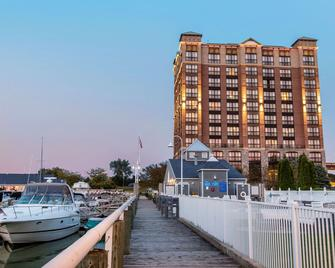 Shoreline Inn and Conference C Ascend Hotel Collection - Muskegon - Building
