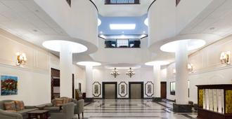 Wyndham Garden Hotel Baronne Plaza - Новый Орлеан - Лобби