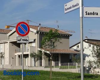 Nuovo Laghetto Del Frassino - Peschiera del Garda - Building