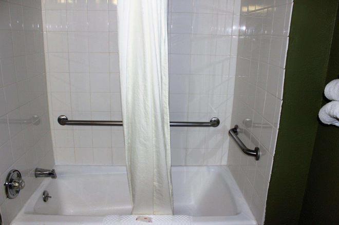 Knights Inn Albany - Albany - Phòng tắm