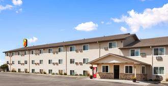Super 8 By Wyndham Council Bluffs Ia Omaha Ne Area - Council Bluffs - Building