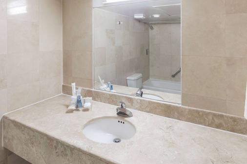 華美達豪拉庫利亞坎酒店 - 庫利亞坎 - 庫利亞坎 - 浴室