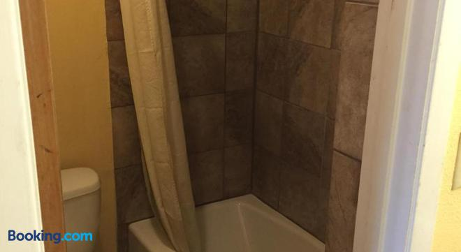 Town House Motel - Tyler - Bathroom