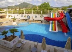達拉曼機場利基亞度假酒店 - 達拉曼 - 達拉曼 - 游泳池