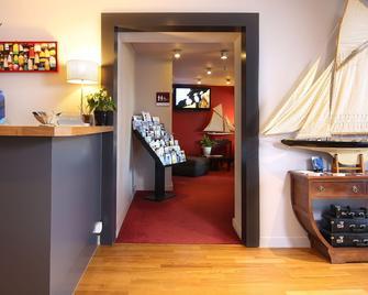 Trinite Hotel - La Trinité-sur-Mer - Front desk