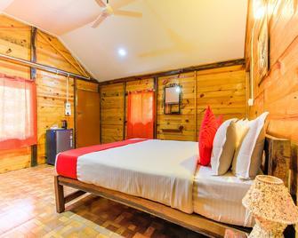 OYO 19953 Morjim Beach Resort - Morjim - Bedroom