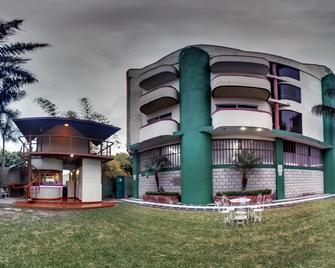 Hotel Esmeralda - Río Verde - Building