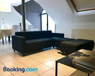 Fantasia A Spacious Beautiful Apartment & Affordable - Zaventem - Living room
