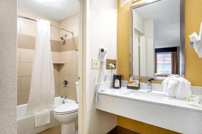 男爵品質酒店 & 沃斯堡套房 - 沃斯堡 - 沃斯堡 - 浴室