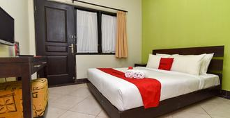 RedDoorz @ Puputan Renon Denpasar - Denpasar - Bedroom