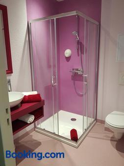 Hotel Jeanne d'Arc - Saint-Chély-d'Apcher - Bathroom