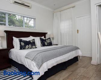 Ocean Hideaway Bed and Breakfast - Amanzimtoti - Bedroom