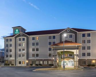 La Quinta Inn & Suites by Wyndham Atlanta Douglasville - Douglasville - Building