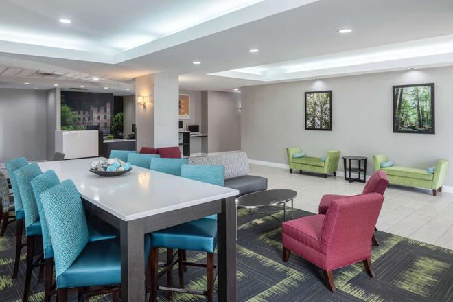 La Quinta Inn & Suites by Wyndham Atlanta Douglasville - Douglasville - Lounge