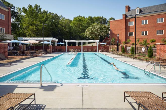 Rizzo Center - Chapel Hill - Uima-allas