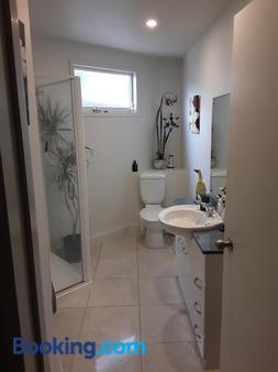 Cave Rock Guest House - Christchurch - Bathroom