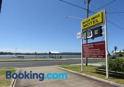 Beach Drive Motel - Batemans Bay - Outdoors view