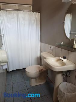Managua Backpackers Inn - Managua - Bathroom