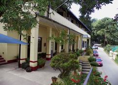 Alasia Hotel - Kasauli - Building