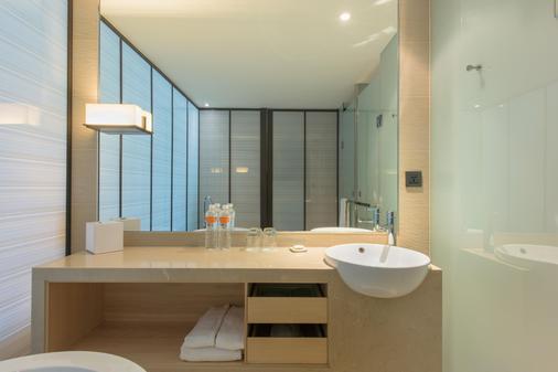 Hotel Cozzi Zhongshan Kaohsiung - Kaohsiung - Bathroom