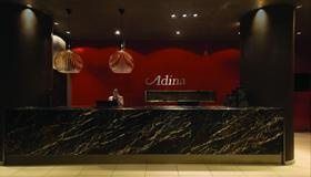 Adina Apartment Hotel Frankfurt Neue Oper - Frankfurt am Main - Resepsjon