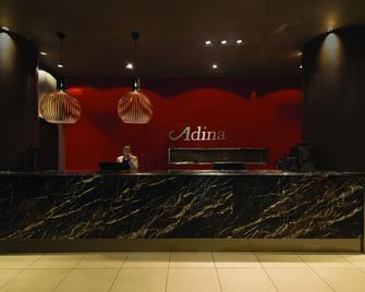 Adina Apartment Hotel Frankfurt Neue Oper - Frankfurt am Main - Rezeption