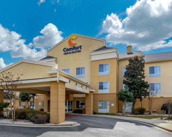 Comfort Inn & Suites - Camden - Building