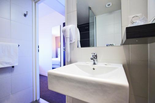 Kyriad La Rochelle Centre - Les Minimes - La Rochelle - Bathroom