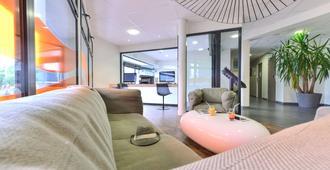 Kyriad La Rochelle Centre - Les Minimes - La Rochelle - Salon