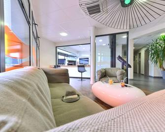 Kyriad La Rochelle Centre - Les Minimes - La Rochelle - Sala de estar