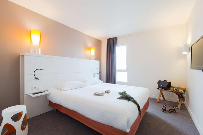 Kyriad La Rochelle Centre - Les Minimes - La Rochelle - Bedroom