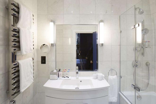 The Mandeville Hotel - London - Bathroom