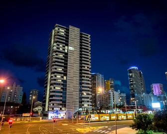 Synergy Broadbeach - Broadbeach - Building