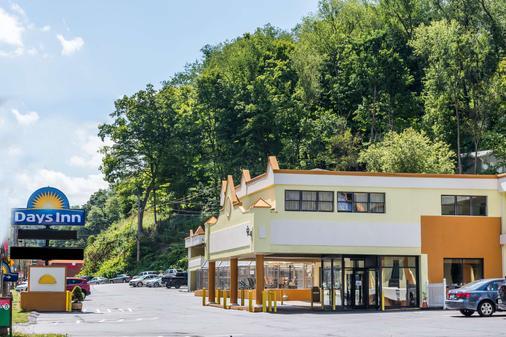 Days Inn by Wyndham Pittsburgh - Pittsburgh - Building