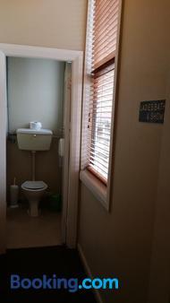 Railway Hotel Greymouth - Greymouth - Bathroom